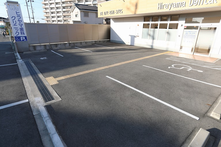 駐車場(6台完備)・駐輪場